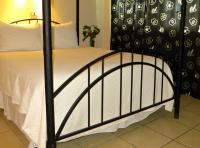 Orchid room queen bed